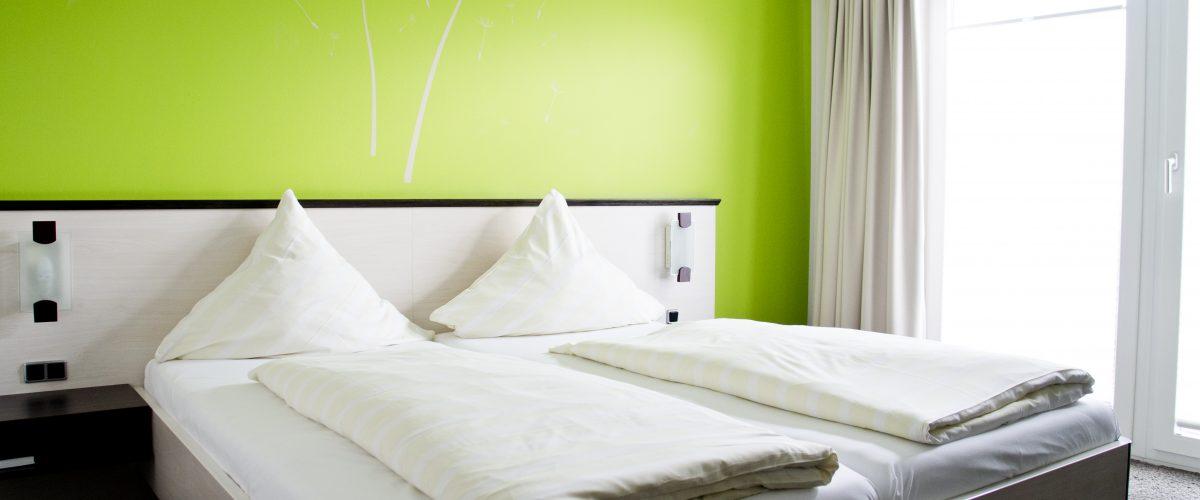 hotel fauna - green bedroom