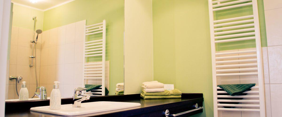Grünes Badezimmer eines Appartements in Hotel Fauna